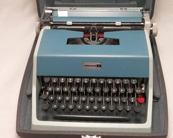 1965 Underwood 21 Portable Typewriter and Case by Olivetti Plant Built in Barcelona, Spain - TYPES PERFECTLY - Super Clean