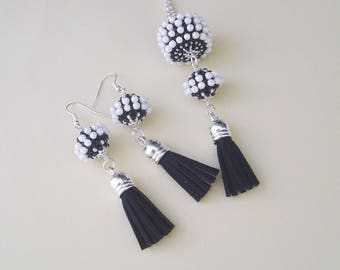 Pearl necklace coated in black and white