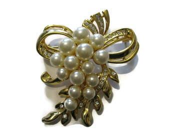 Vintage Rucinni Gold Tone Pearl Rhinestone Brooch