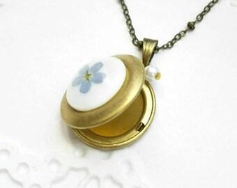 Vintage Locket necklace Pressed flower necklace Circle locket pendant Floral wedding gift Bronze gold forget-me-not jewelry Sentimental gift
