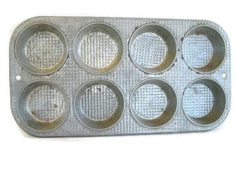 vintage bakeware, waffle textured muffin or cupcake pan 8 count 1940's