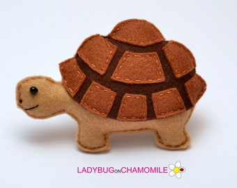 Felt TORTOISE, stuffed felt Tortoise magnet or ornament, Tortoise toy, African animals, Nursery decor,Tortoise magnet,Safari animals,Turtle