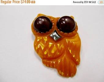 ON SALE Vintage Carved Bakelite Owl Pin Item K # 1042