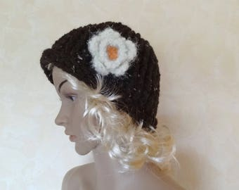 Women's hat crocheted with Brown wool