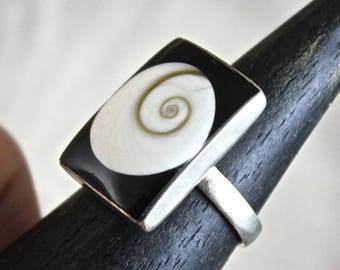 """Eye of saint Lucia"" shell and silver ring"