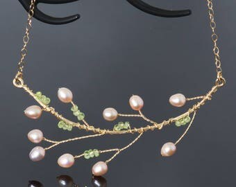 Peridot twig necklace with freshwater pearls | Green August birthstone bib gold branch necklace | Gold wire jewelry