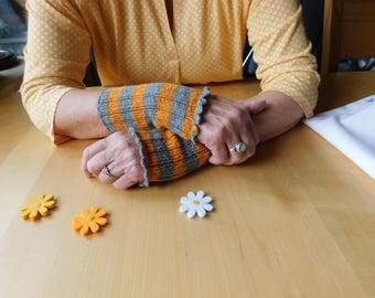Arm warmers orange grey striped, hand knitted with Festoon border