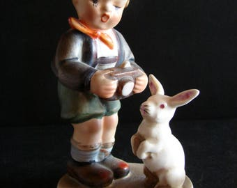 Reproduction Hummel Figurine HOLD STILL AH1K