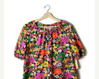 ON SALE Vintage Colorful Floral Short sleeve Tunic Blouse from 1970's/hippies/boho*