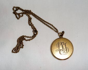 Vintage 105 yrs old, 1913 gold plated locket with vintage pictures and monogram