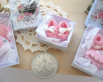 dollhouse boxed baby doll shoes knitted 12th scale miniature nursery shop boxed gift