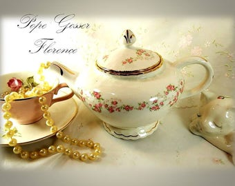 Rare // Vintage 1920s - 1931, Teapot & Lid in Florence by Pope Gosser // Pink Rose Garland, Gold Gilding // Scalloped