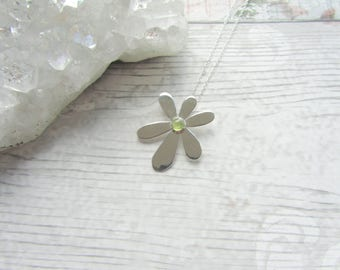 Peridot Daisy Gemstone Pendant - 925 Sterling Silver Pendant Necklace Natural - 6 Petal Flower Green