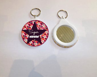 """mirror and """"super colorful MOM"""" round key ring measures 5.8 cm in diameter"""