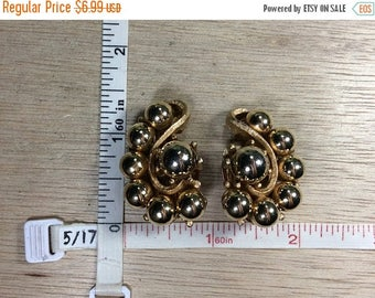 10% OFF 3 day sale Vintage Marvella Gold Toned Clip On Earrings Used