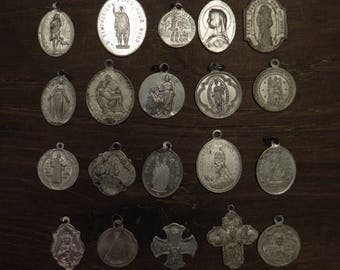 lot of 20 different religious medals in aluminium F