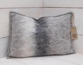 Unique cushion (handgevilt baize) 35 * 50 cm