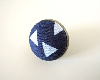 """Pin """" White triangles navy blue back """""""