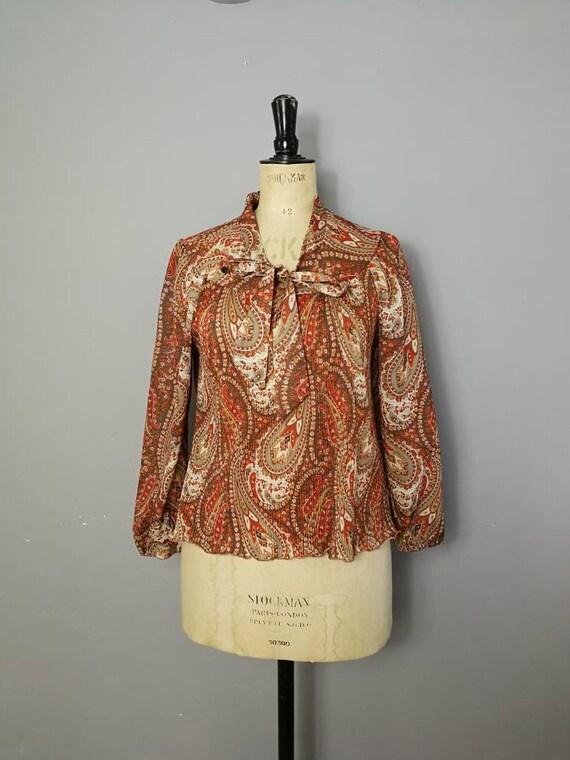 70s paisley crinkle top / brown paisley smocked top / retro blouse / semi sheer vintage top / crinkle top / boho hippie 70s blouse /