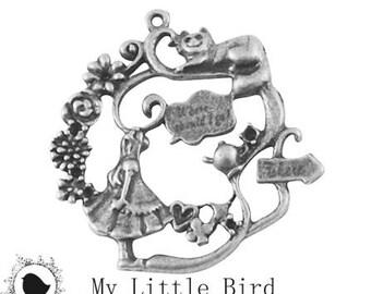 1 x Alice 42 mm Antique Silver Pendant