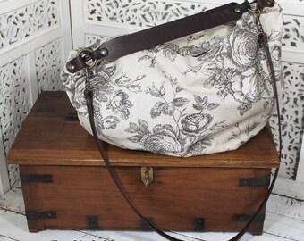 Edizione Limitata.Lilli Rosie una borsa in cotone grezzo bianco sporco/beige con rose nere in stile disegno/tattoo,tracolla-manico in cuoio
