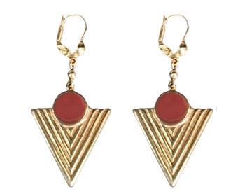 Navajo pattern triangle vermeil and caramel resin earring.