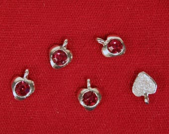 "10pc ""garnet - dark red"" heart charms in antique silver style (BC1342)"