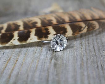 Sterling silver flower ring - size 5