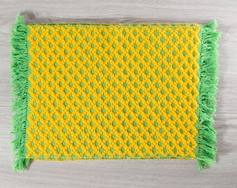 Pineapple Placemats / Set of 4 Fabric Green and Yellow Patterned Fringed Placemats / 4 place setting mats for table