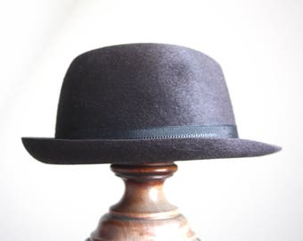 A fur felt gutter crown, Homburg fedora hat by Dunn and Co, 1960s. Medium, size 7/57. brown.
