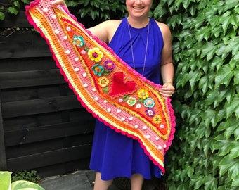 Crochet shawl stole scarf ibizastyle folklore flowers heart children's omslagdoek polleviewrap