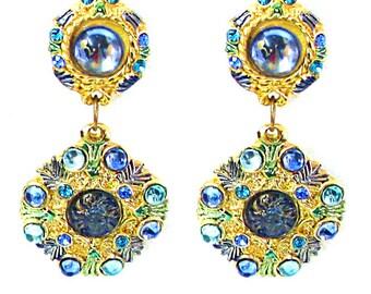 JACKY DE G, lovely dangling earrings in gold tone and rhinestone