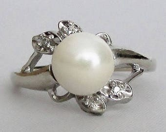 Pearl and Diamond 14k White Gold Vintage Ring - Lovely!