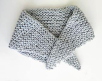 Scarf for kids - grey triangle