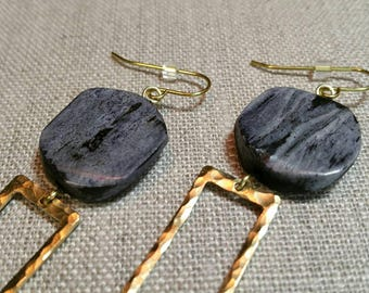 Dark Grey Bone Hammered Brass D Ring Earrings / Boho Chic / Minimalist / Geometric - EHD05