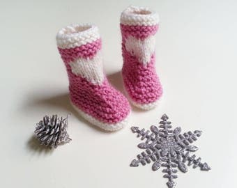 Bootees for babies from 0 to 12 months hand-knitted woolen pink and white with an ornamental heart