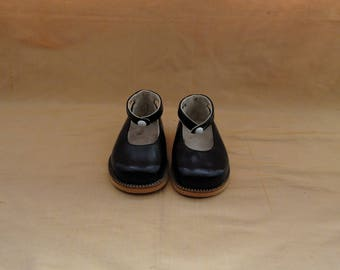 Adorable girls vintage black leather shoes, mary janes, shoes, black, formal, new old stock,