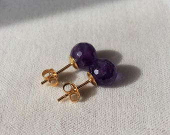18ct Gold over 925 Sterling Silver 8mm Round Faceted Amethyst Stud Earrings.