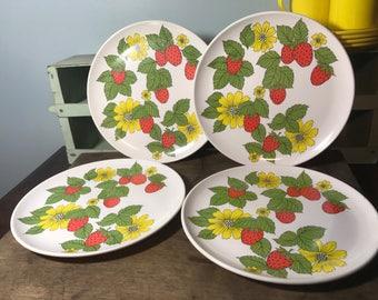 Epicure Strawberry and Daisy Plate Set - Picnic Set - Melmac - Melamine - Glamping - Play Set - Retro - Farmhouse