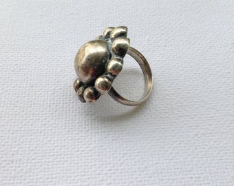 Vintage .925 Sterling Silver Floral Ring  - Free and Fast Shipping