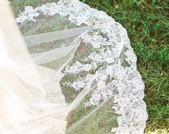 Whispering Roses Beaded Lace Veil, Lace Veil, Chapel Veil, Cathedral Veil,  Beaded Lace Veil, Ivory Veil, Single Layer Veil, Long Veil