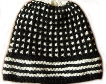 Black and white hat size 54/56