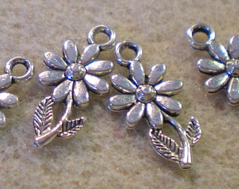 Set of 2 small daisies in silver pendant