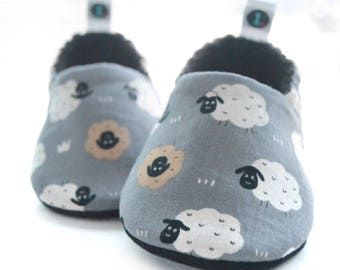 Sheep Baby Booties: baby shoes | gender neutral | baby boy | baby girl | baby clothes | baby shower gift | lambs | new baby gift | newborn
