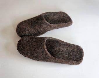 Brown slippers for men or women. 100% natural wool. felt shoes. Gift  for him or her.