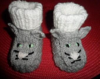 """Cat"" reborn or baby booties in wool (0-3 months)"