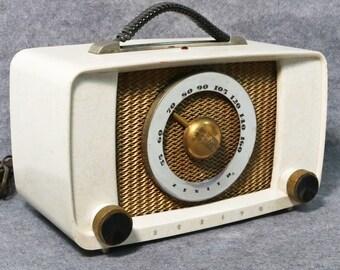 HTF Zenith G615W Tube Radio Marbled Cream Plaskon Body