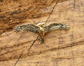 Red Kite Gold Plated Pin Lapel Badge Falconry Gift