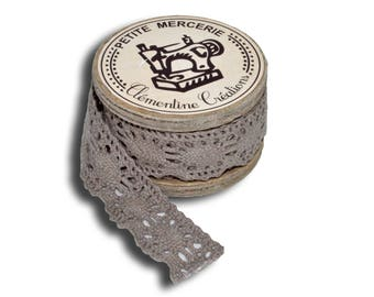 With Beige lace 3metres wooden spool