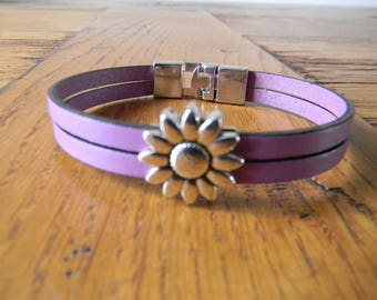 Lilac leather strap loop flower